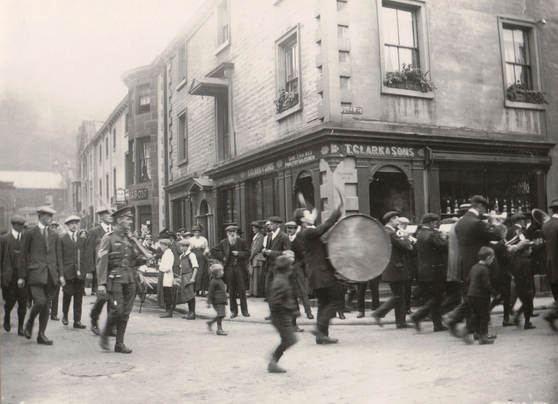 Soldiers leave for war in Settle