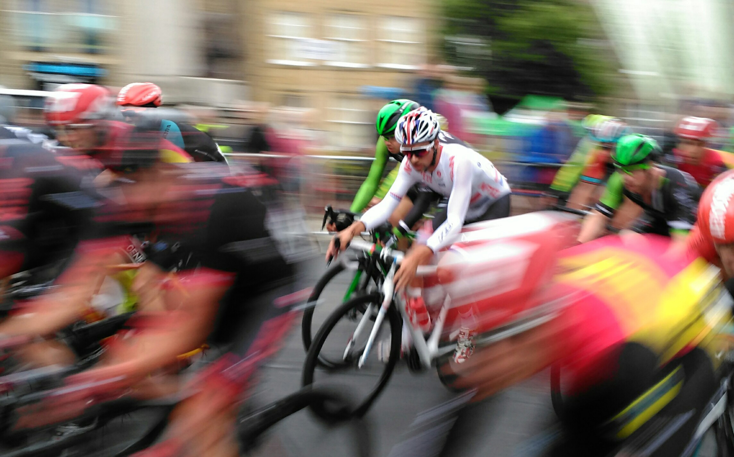 Chris Heald captures the action of the men's elite cycle race